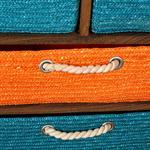 Standregal mit 9 bunten Dekokörben kleine Kommode Pic:3